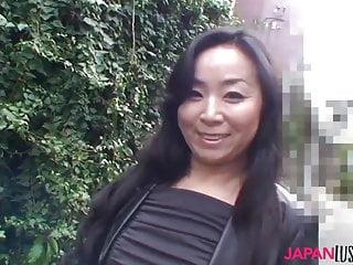 Japanese mature Takako Nishazawa fucked missionary style