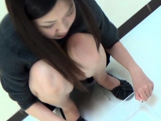 Japanese babes pee in box