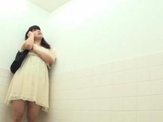 Real asians urinating