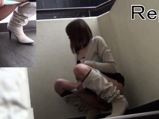 Asians pee al fresco