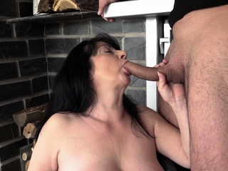Busty mature amateur woman Hanka uses her big tits to titty