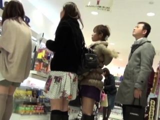 Japanese babes peeped